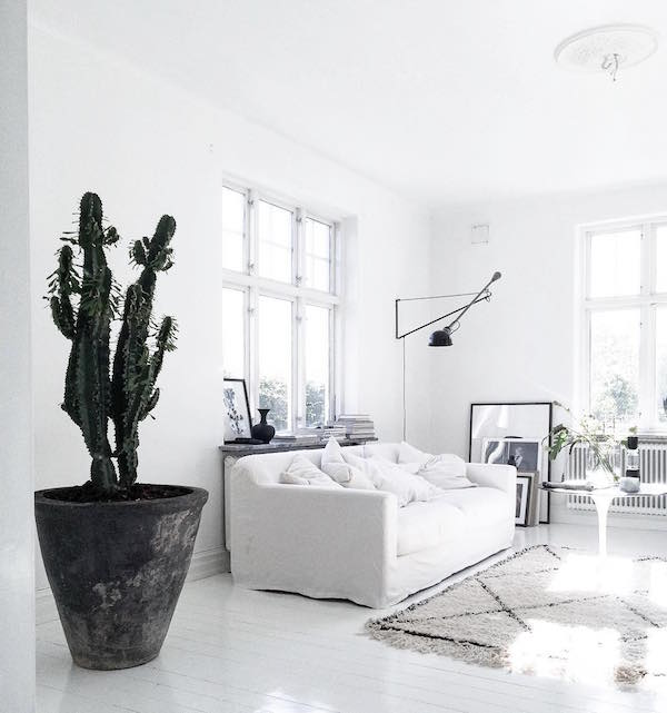 Idea to steal go crazy for catci apartment 34 bloglovin for Black n white living room