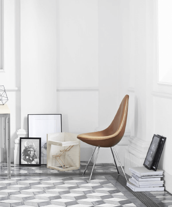 arne jacobsen drop chair on apartment 34