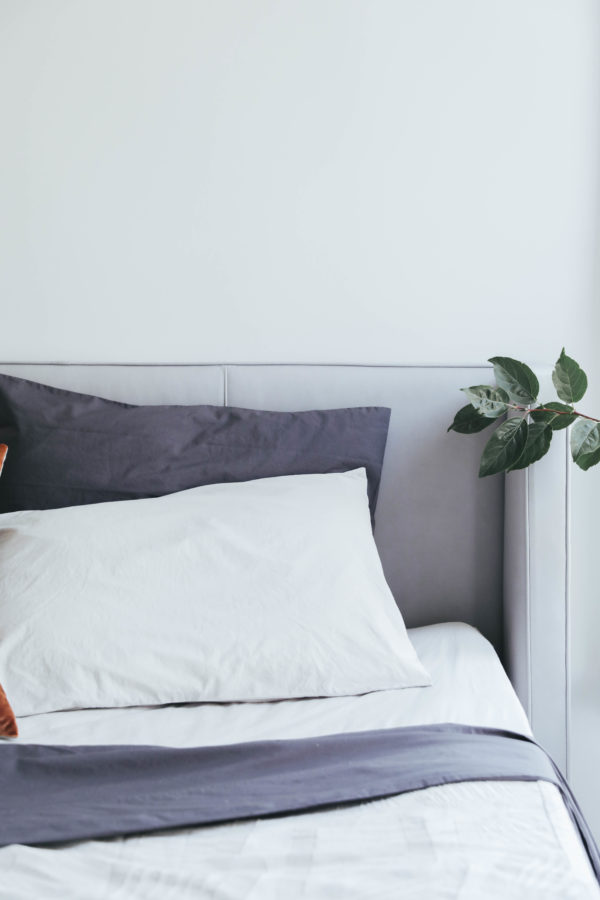how to make the perfectly imperfect bed on apartment 34