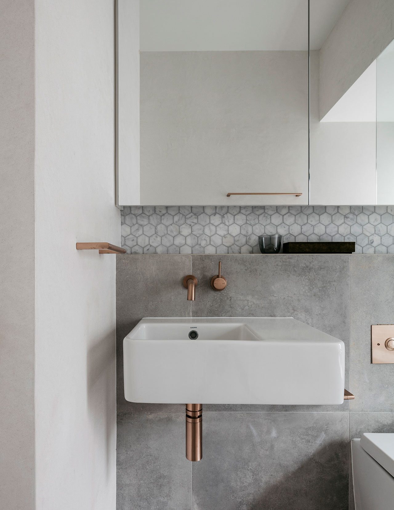 Idea to Steal: Square sinks on Apartment 34